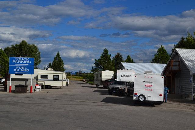 Aparcament d'autocaravanes, a Montana