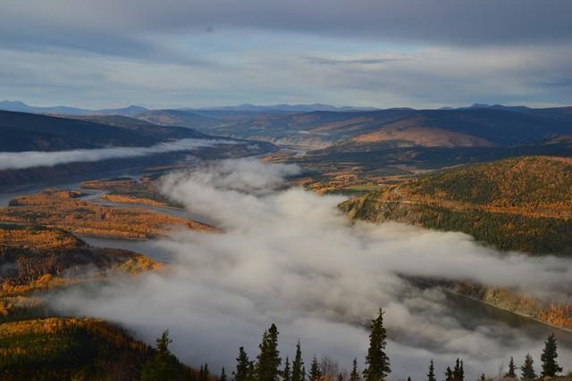 Dawson City bajo las nubes